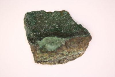 Atacamitt krystaller på moderstein 38g  4x4cm  fra Copiapo Atacama i Chile
