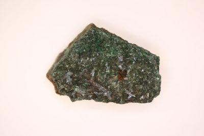 Atacamitt krystaller på moderstein 46g 3 x 4.5cm fra Copiapo Atacama i Chile