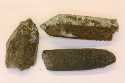 Kloritt på kvartskrystall 4 til 6cm fra Landsverk på Evje Norge