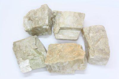 Magnesitt hvit krystall 2 til 3cm fra Åsåren i Sel