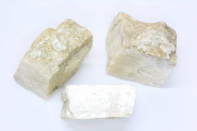 Magnesitt hvit krystall 3 til 4cm fra Åsåren i Sel
