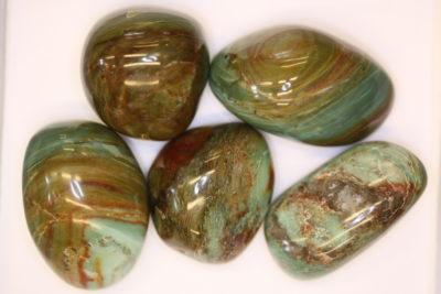 Garnieritt håndslipt 4 til 5cm fra Noumèa i New Caledonia