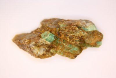 Smaragd krystall i moderstein 30g 2×5.5cm fra Minas Gerais Brasil