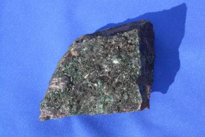 Atacamitt krystaller på moderstein 280g 7 x 7cm fra Copiapo Atacama i Chile
