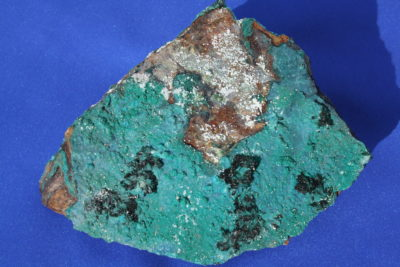 Atacamitt krystaller på moderstein 300g 8 x 11cm fra Copiapo Atacama i Chile