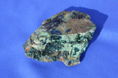 Atacamitt krystaller på moderstein 160g 6 x 9cm fra Copiapo Atacama i Chile