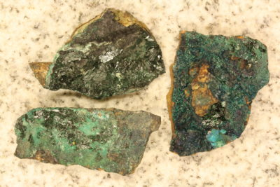 Atacamitt krystaller på moderstein 5 til 7cm fra Copiapo Atacama i Chile