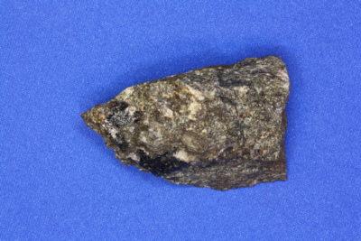 Ilvaitt i moderstein fra Grua i Lunner 70g 3x5cm