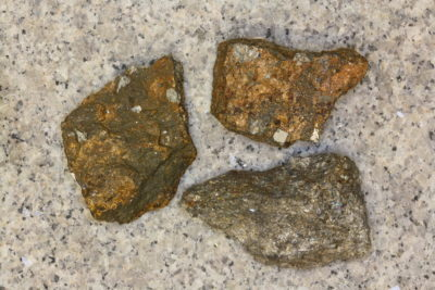 Arsenopyritt krystaller i moderstein 4 til 5cm