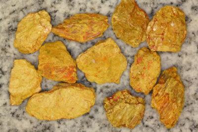 Auripigment råsteinsbit 2 til 3cm fra Getchell Mine i Nevada USA