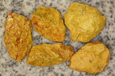 Auripigment råsteinsbit 3 til 4cm fra Getchell Mine i Nevada USA