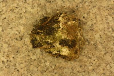 Babingtonitt krystaller på moderstein fra Grönsjöberg Borlänge 25g 3x3cm