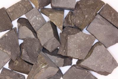Basalt råsteinsbit 2 til 4cm