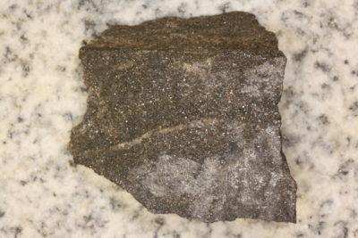 Bly metallisk på moderstein fra Långban Sverige 80g 3.5x4cm