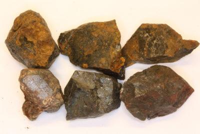 Ilmenitt krystall 2 til 3cm fra Åmdal i Froland Norge