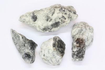 Magnesitt blå krystaller i moderstein 2 til 4cm fra Åsåren i Sel