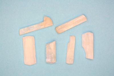 Natrolitt krystall  1 til 2cm fra Svensken i Tvedalen