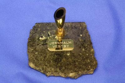 Ilmenitt jernmalm pennholder A fra Vestby 8x8cm