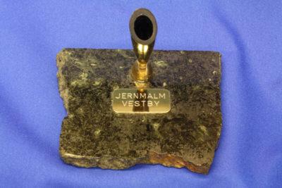 Ilmenitt jernmalm pennholder B fra Vestby 7x9cm