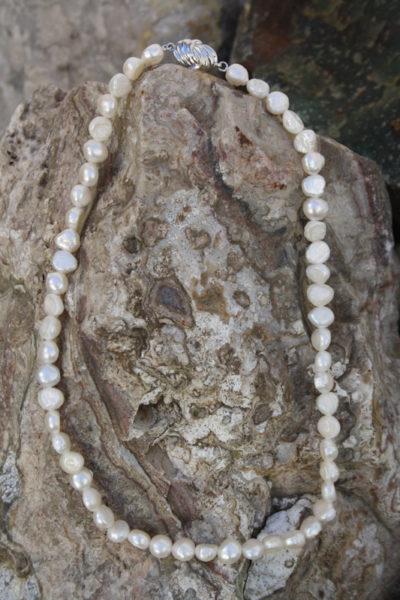 Perle hvit 7/8mm kjede 45cm med lås