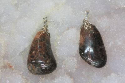 Porfyr epidot  tulipananheng med sølvfarget topp ca 3cm fra Andebu