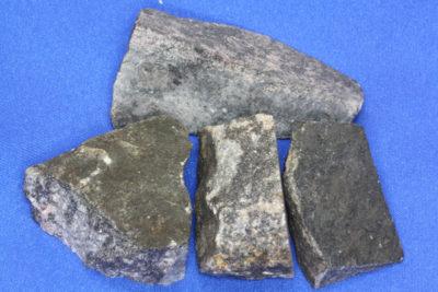 Psilomelan råsteinsbit 3 til 4cm