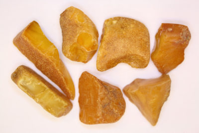 Rav gul  råsteinsbit 2 til 3cm