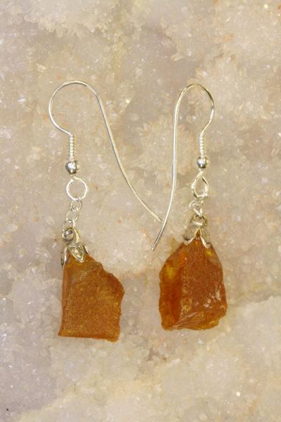 Rav gyllen  øreheng råstein med sølvkrok 2 steiner