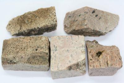 Skriftgranitt fin råsteinsbit 2 til 4cm