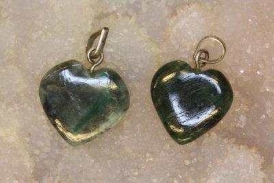 Smaragd hjerteanheng ca 18x4mm
