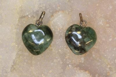 Smaragd hjerteanheng ca 15x6mm