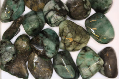 Smaragd polert 2 til 3cm