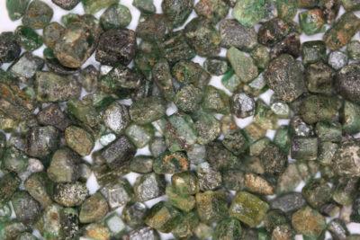 Smaragd krystall fra Colombia  ca 5mm i mikroeske