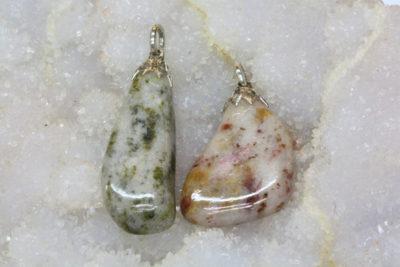 Thulitt Tafjord tulipananheng med sølvfarget topp ca 3cm