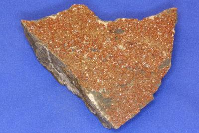 Vanadinitt A på moderstein fra Apache Mine Globe i Arizona 225g 7x8cm