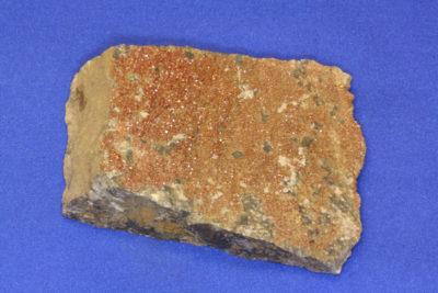 Vanadinitt B på moderstein fra Apache Mine Globe i Arizona 135g 6x8cm
