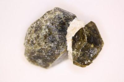 Idocras grønn krystall fra Sauesetra Drammen 23g 30x35mm