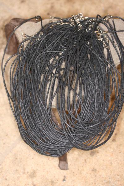 Vokset bomull snor 1,5mm x 45cm med karabin lås