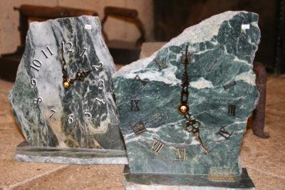 Serpentin grønn  fotklokker ca 20cm høye fra Sparbu