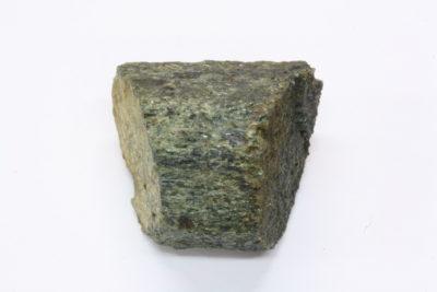 Ferrohornblende (Barkevikitt) krystall 21g 2.5×2.5cm fra Husebyåsen, Sandefjord Norge