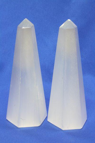 Selenitt  obelisk ca 12cm høye
