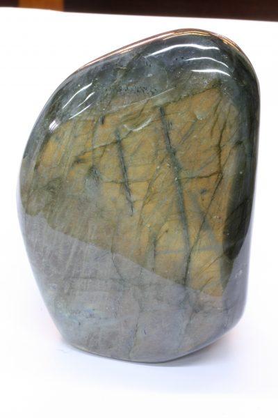 Labradoritt A polert fri form 1.2kg 9×12.5cm fra Bombetoka på Madagaskar