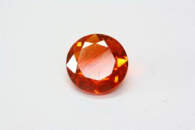 Ild opal fasett 0.62ct ø 6.6mm fra Mexico