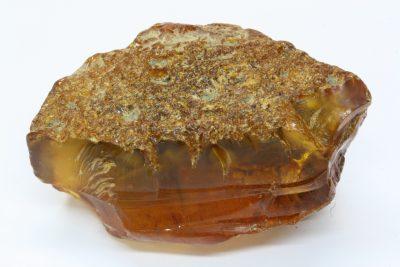Rav (Amber) rå 15.5g 3×4.5cm fra Baltikum Østersjøen